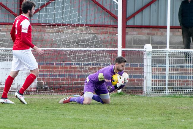 Goalkeeper Leigh Bedwell has re-signed for Didcot Town