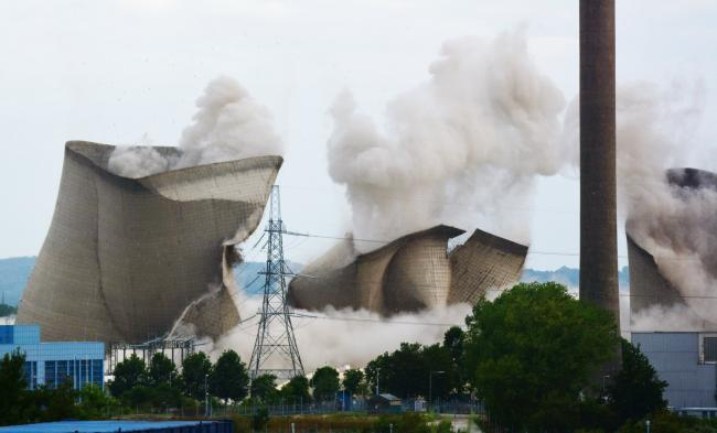 WATCH: Didcot Power Station towers explode pic: Tony Steele
