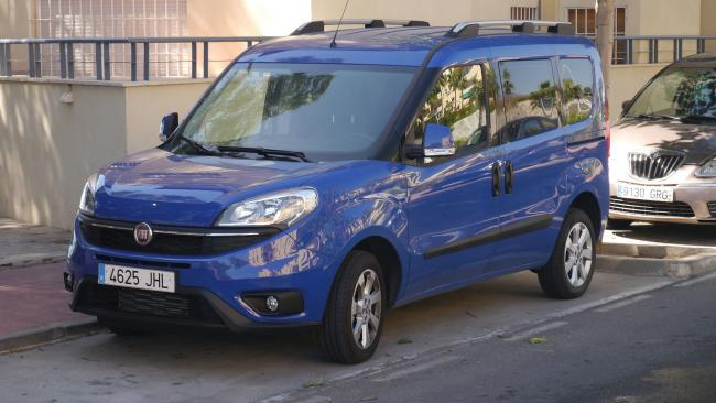 Fiat doblo. Pic By TuRbO_J from Adelaide, Australia - Fiat Doblo, CC BY 2.0,