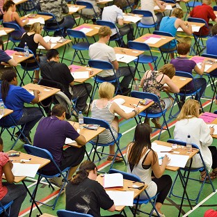 Tens of thousands of pupils sitting GCSE English could have been affected by grade boundary changes, headteachers suggested