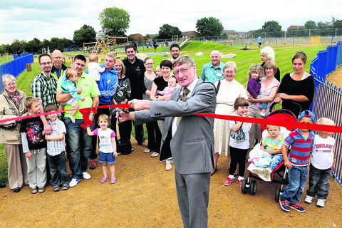 More than 100 residents were out in the sunshine when the play area was opened by mayor of Didcot Pete Read