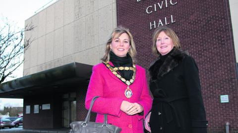 Mayor Charlotte Dickson and Cllr Fiona Roper outside Wantage Civic Hall. OX56330