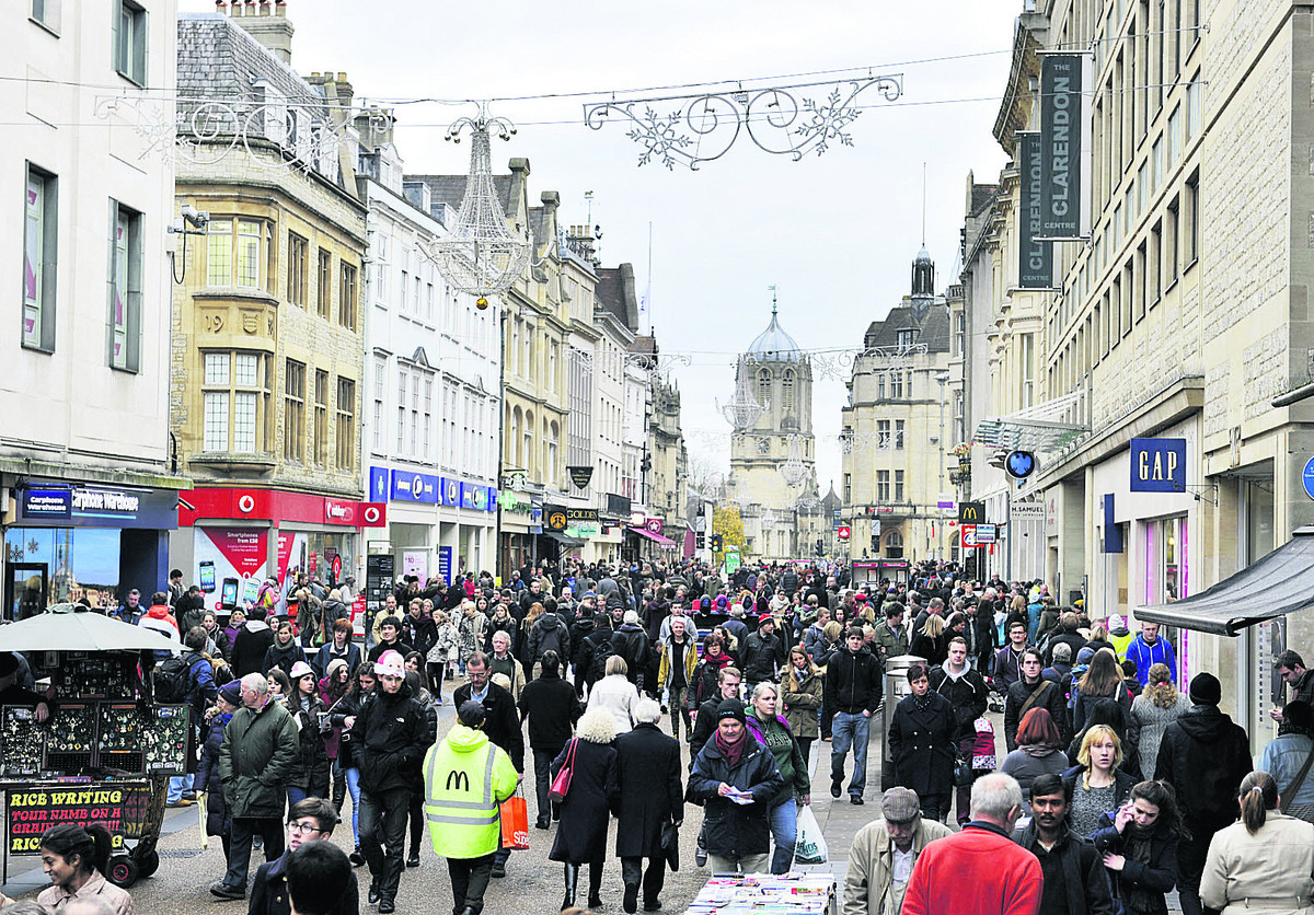 Crowds of shoppers in Cornmarket Street, Oxford, on Saturday. Picture: OX64040 Mark Hemsworth