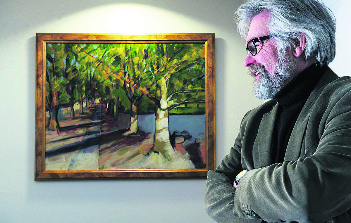 Artist Stuart Roper with his painting Manor Park Picture: OX57231 Jon Lewis