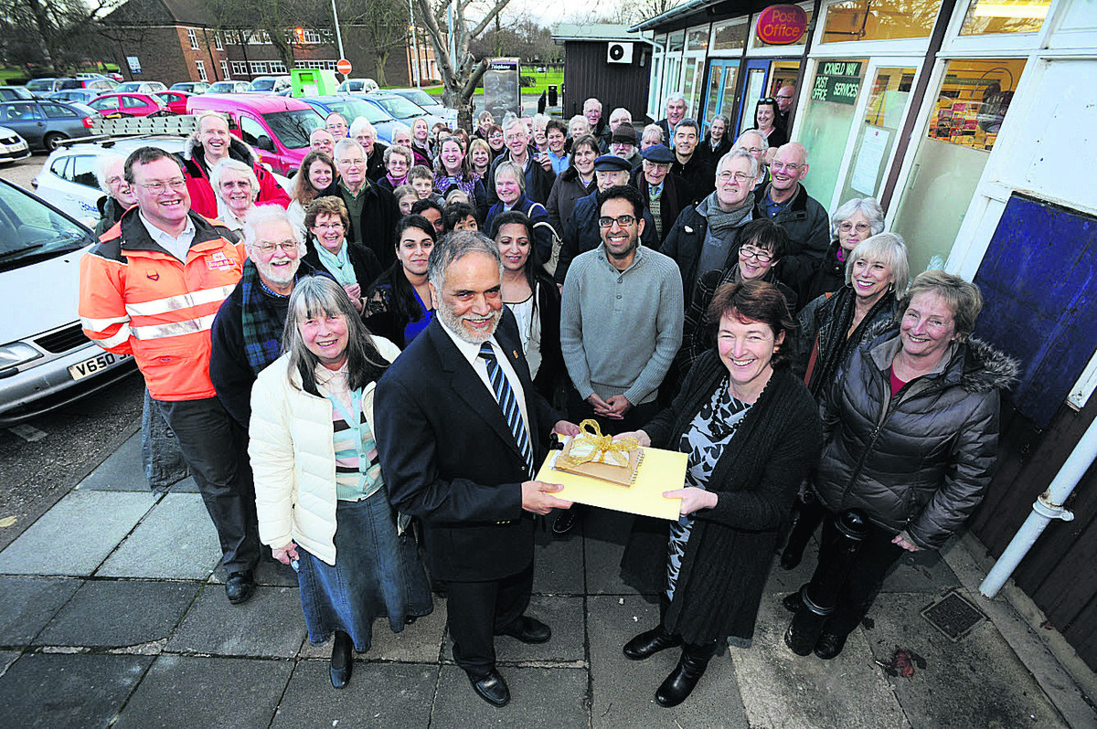 Gurmit Dhendsa, front centre, with Judy Goodall, left, and Rachel Downey with well-wishers in Harwell  Picture: OX65151 Jon Lewis