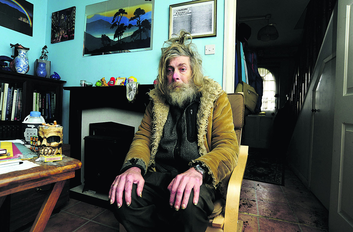 Former nuclear scientist Martin Cresdee in his Abingdon home. Picture: OX65127 David Fleming