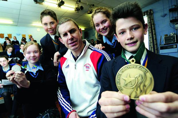 From left: Zara O'Reilly, 13, Adam Saunders, 13, Martha Palmer, 14, and Alex Martinez, 13, with medal-winning Paralympian Ian Rose, with girls from Moulsford's Cranford House School, and boys from Blue Coat School, Reading Picture: OX65647 David Fleming