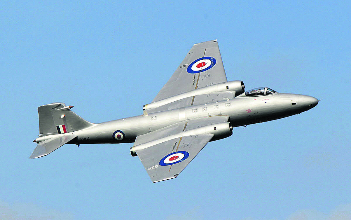 Thousands turn out for Abingdon airshow thrills