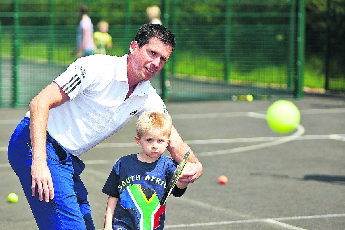 Ben Wilson gets tips from Tim Henman  Picture: OX66918 Cliff Hide