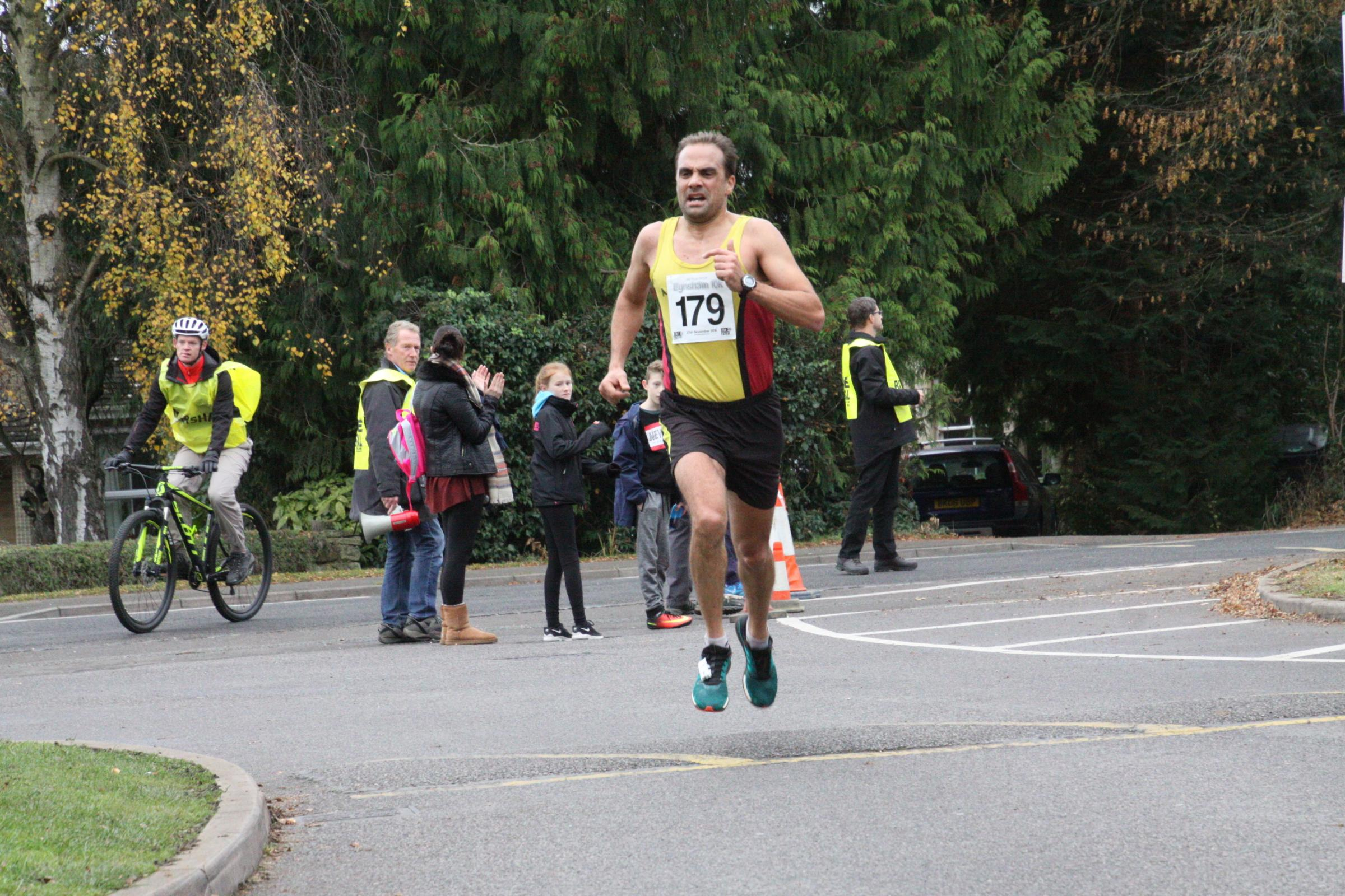 Paul Fernandez at the Eynsham 10k Picture: Barry Cornelius