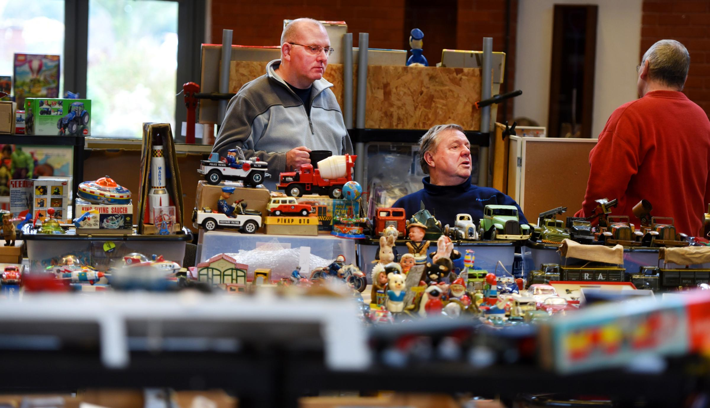 Didcot and Oxfordshire Toy Fair at Didcot Civic Hall.Andy McKeown and Brian Smith who have travelled over from Surrey... Picture by Richard Cave 10.02.18.