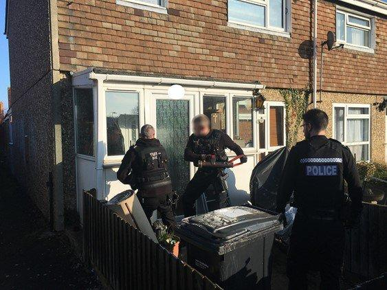 Police raid a house in Didcot searching for drugs. January 23, 2019