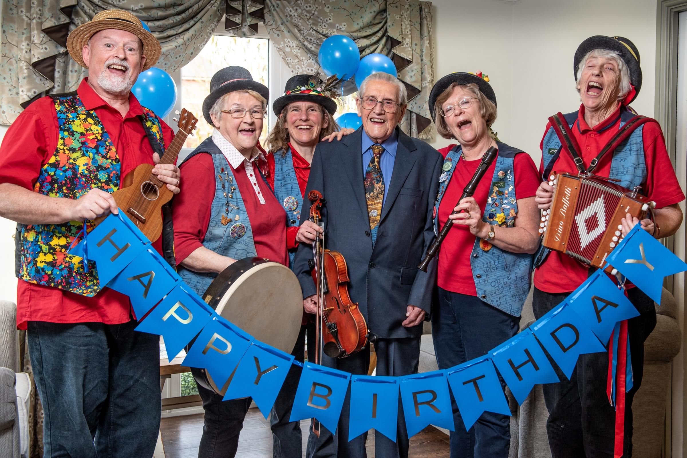 Abingdon resident, Ron Frampton, celebrating his 102nd birthday with local band Pandemonium. Pictured at Bridge House. Abingdon.