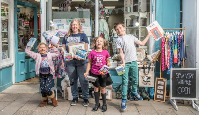 Wallingford residents are taking part in an 'art trail' to support local creativity. (L-R): Hannah Wilcox, Natalie Bright, Anabelle Bright and Edward Wilcox. Picture: Richard Cave